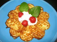Helkan Keittiössä: Gluteenittomat Vohvelit Waffles, Drinks, Breakfast, Food, Drinking, Morning Coffee, Beverages, Essen, Waffle