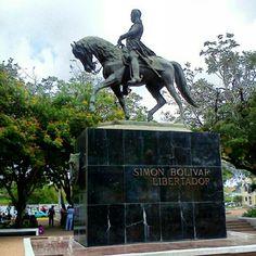Estatua de Simón Bolivar, Plazar Bolivar, Maracaibo, Venezuela.
