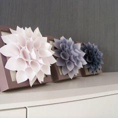Triptyque 3 fleurs dahlia blanc nacré gris clair/foncé cadres design mural ou a poser personnalisable