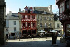 #Josselin #villageetape #Bretagne #IlleetVilaine #cité #caractère #boutique #colombage # rouge #terrasse #café #thé #restaurant #creperie