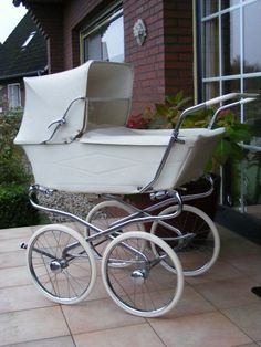 Solid Bringing Up A Child Advice For Happy Children Vintage Stroller, Vintage Pram, Boy Girl Room, Baby Boy Rooms, Pram Stroller, Baby Strollers, Prams And Pushchairs, Baby Buggy, Baby Prams