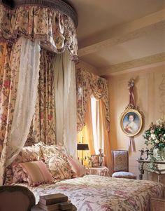 so pretty...     NOTE I love the mix of drape and lace  mjm
