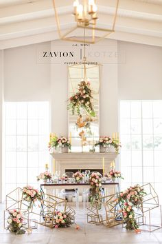 Stunning wedding table, black, white, geometric, gold, roses, tulips, wood tables, silver, navy blue, asymmetric flowers, wedding flowers and decor décor, tulip wedding. white wedding. Best wedding ever, wedding day, bride, happy bride. square gold boxes, rare wedding, different wedding.