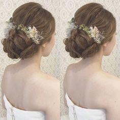Vanilla Emu RIEKOさんはInstagramを利用しています:「結婚式の前撮り 洋装ロケーション撮影のお客様 波ウェーブなしで 下めでまとめたきれいめアップ 下めのシニヨンは大きめに! 紫陽花や、かすみ草を 沢山付けました♪ #ヘア #ヘアメイク #ヘアアレンジ #結婚式 #結婚式ヘア #スタジオ撮影 #美容学生 #バニラエミュ…」