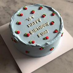 Pretty Birthday Cakes, Pretty Cakes, Beautiful Cakes, Happy Birthday, Mini Cakes, Cupcake Cakes, Simple Cake Designs, Pastel Cakes, Frog Cakes
