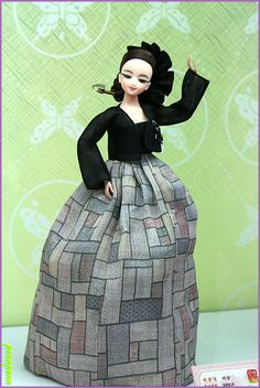 The Beauty of Costumed Dolls Korean Hanbok, Korean Dress, Korean Traditional Dress, Traditional Dresses, Asian Fashion, Fashion Beauty, Chinese Dolls, Indian Dolls, Asian Doll