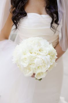 An all-white bouquet | Photography: Artisan Events - www.artisanevents.com  Read More: http://www.stylemepretty.com/2015/04/20/glamorous-ballroom-wedding-at-the-peninsula-chicago/