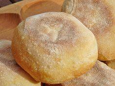 Ring Cake, Bread Bun, Bagel, Scones, Baked Goods, Hamburger, Food And Drink, Meals, Baking