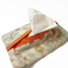 Pochette, housse pour mouchoirs en papier, fleurs feuilles, bleu, saumon, écru