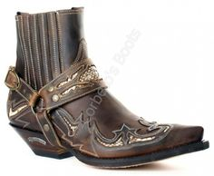 Corbeto's Boots | 4661 Cuervo Mad Dog Tang | Botín cowboy Sendra para hombre cuero marrón con arnés | Sendra mens greased brown ankle cowboy boots with leather strap.