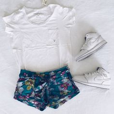 Original Aeropostale floral shorts Floral shirts by Aeropostale. Super cute. Used condition. Aeropostale Shorts