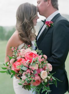 bridal bouquet in shades of pink bright and bold | Photography: Laura Murray Photography