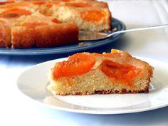 Este é um bolo muito aromático e húmido, que dispensa qualquer tipo de recheio ou cobertura