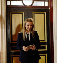Can we just appreciate the biggest dork on set that is Jodie Comer? Twenty One Pilots, Harley Quinn, Pretty People, Beautiful People, Morgana Le Fay, Sandra Oh, Jodie Comer, Youre Cute, Badass Women