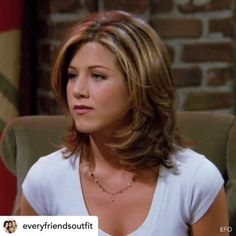 "Jennifer Aniston as Rachel Green on ""Friends"" Jennifer Aniston Hair Friends, Jenifer Aniston, Jennifer Aniston Short Hair, Medium Hair Cuts, Medium Hair Styles, Short Hair Styles, Rachel Green Hair, Hair Shows, Great Hair"