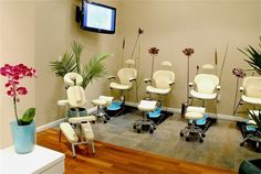 "New York salon - pedicure room; ""Indulgence"" in beige/gold"