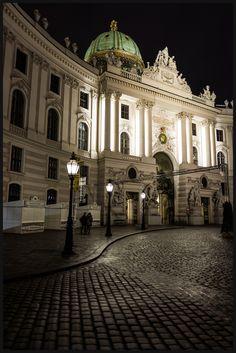 https://flic.kr/p/QFz2PC | Hofburg, Michaelerplatz, Vienna, Austria