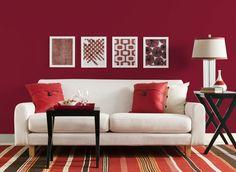 Mur peint en rouge pour une déco de salon tendance