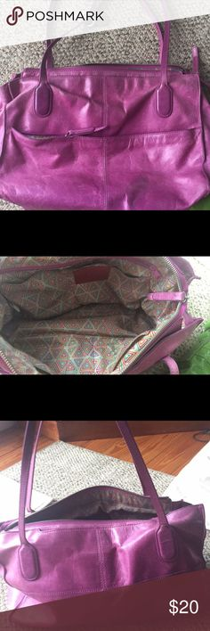 HOBO shoulder bag Pink HOBO brand shoulder bag. 2 inside sell phone pockets, 1 inside zip pocket, an done open pocket. Some signs of wear, overall good condition. One side body bag- chartreuse green. A small tear in leather where the strap is on one side HOBO Bags Hobos