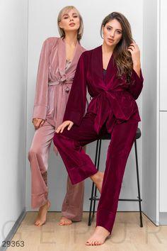 Cute Sleepwear, Sleepwear Women, Night Suit, Night Gown, Velvet Dress Designs, Pijamas Women, Mode Kimono, Look Street Style, Pajama Outfits