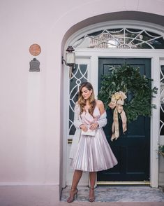 One more from yesterday's post with @express I love this shimmery blush/silver pleated skirt for the holidays (link in profile) #holidaystyle #charleston #expresslife #expresspartner #pink