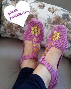 Crochet Boots, Crochet Slippers, Knit Crochet, Sock Shoes, Cute Shoes, Crochet Carpet, Balerina, Knitting Videos, Knitting Socks