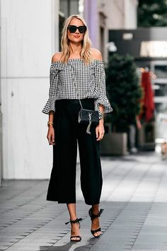 Find here inspiration for a black culottes outfit. Style tips on how to wear black culottes or what to wear with black culottes. Culotte Style, Culotte Pants, Outfits Pantalon Negro, Classy Outfits, Casual Outfits, Grunge Outfits, Business Outfit Frau, Business Attire, Look Fashion