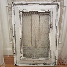 how to distress using vaseline and spray paint. This works so well. Gives the perfect finish. Backside of frame and chicken wire Do It Yourself Design, Do It Yourself Inspiration, Painted Furniture, Diy Furniture, Distressed Furniture, Antique Furniture, Furniture Refinishing, Distressed Tables, Distressed Wood Mirror