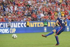 Manchester United's Darren Fletcher scores the winning penalty against Inter Milan in a penalty shootout during a Champions Cup match at FedEx Field in Landover, Maryland, on July 29, 2014.