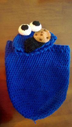 Cookie Monster baby cocoon for a baby Post with 0 votes and 435 views. Cookie Monster baby cocoon for a friends baby Crochet Baby Props, Crochet Photo Props, Crochet Bebe, Crochet Baby Clothes, Newborn Crochet, Crochet For Kids, Crochet Baby Cocoon Pattern, Baby Blanket Crochet, Loom Knitting