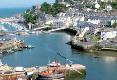 Fishcombe Cove in Brixham and how to visit with information about access and amenities. Visit Devon, Devon Uk, Devon England, Devon And Cornwall, England And Scotland, London England, South Devon, Cool Places To Visit, Places To Travel