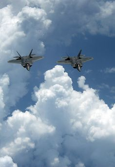Raptors slip the surly bonds of earth. Bomber Plane, Jet Plane, Military Jets, Military Aircraft, Air Fighter, Fighter Jets, Photo Avion, F22 Raptor, Birds In The Sky