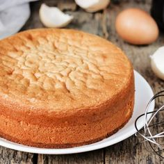 Looking for the best dessert recipes? We have quick and easy dessert recipes, healthy dessert recipes, low carb desserts, frozen desserts and many more. Mini Chocolate Cake, Chocolate Cake From Scratch, Food Cakes, Base Cake, Chocolates Gourmet, Fancy Cupcakes, Famous Recipe, Classic Desserts, Strawberry Cakes