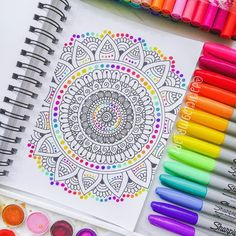 Realistic Flower Drawing, Easy Mandala Drawing, Mandala Art Lesson, Mandala Doodle, Mandala Artwork, Doodle Art Drawing, Dark Art Drawings, Zentangle Drawings, Mandala Painting