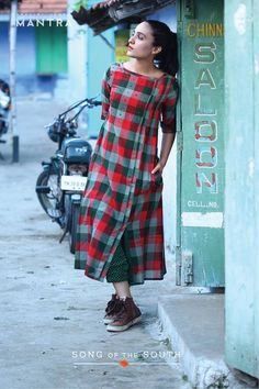 41 Cotton Kurti Designs are Really Cool for Stitching Inspiration - LooksGud. Churidar Designs, Kurta Designs Women, Kurti Neck Designs, Kurti Designs Party Wear, Blouse Designs, Cotton Kurtis Designs, Indian Dresses, Indian Outfits, Cool Outfits