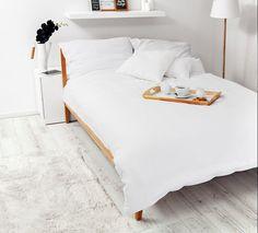 Klasyczna biała pościel pasująca do każdej sypialni. Pościel wykonana z 100% wysokogatunkowej bawełny o satynowym splocie.