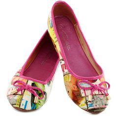 Follow My Lede Flat ($35) ❤ liked on Polyvore featuring shoes, flats, flat, shiny shoes, flat pumps, polish shoes, flat heel shoes and flat shoes
