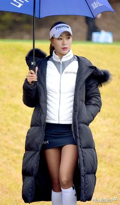 Top 5 Golf Tips For A Beginner. So you have started to learn how to play golf and no matter your age it is a great game for socializing, health and exercise. Girl Golf Outfit, Cute Golf Outfit, Girls Golf, Ladies Golf, Women Golf, Sexy Golf, Golf Putting Tips, Golf Umbrella, Golf Tips For Beginners