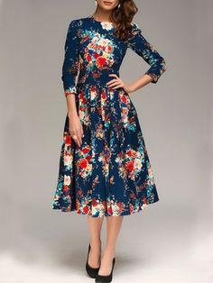 I ADORE this dress!!! Printed Charming Crew Neck Maxi-dress
