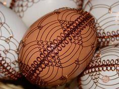 drátovaná vajíčka Wire Wrapped Jewelry, Wire Jewelry, Types Of Eggs, Egg Tree, Metal Baskets, Wire Weaving, Food Crafts, Egg Decorating, Wire Art