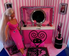 Trash to Treasure Barbie Hair Salon. Use an eraser and glue tissue to it for a kleenex box or a curling iron from pen parts! See more ideas how to make your own Barbie accessories. Barbie Diorama, Diy Doll Projects, Doll Crafts, Hair Salon Chairs, Beauty Salon Decor, Hair Shop, Barbie Accessories, Diy Accessories, Polka Dot Fabric