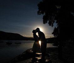 https://flic.kr/p/6E3gvd | Amor | Amor, é quando a paixão não tem compromisso marcado.  Não...Amor é um exagero... Também não. Um dilúvio, um despropósito,  Um descontrole, uma necessidade, Um desapego ?? Talvez porque não tenha sentido, Talvez porque não tenha explicação, Esse negócio de Amor, não sei explicar.  (Mário Prata)