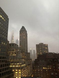 Le Vent Se Leve, A New York Minute, City Vibe, Nyc Life, Into The Fire, City Aesthetic, Living In New York, Concrete Jungle, City Photography