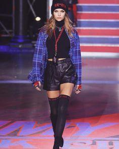 New Fashion Week 2019 Tommy Hilfiger Ideas Teen Fashion, Love Fashion, Runway Fashion, Fashion News, Fashion Show, Fashion Outfits, Fashion Design, Female Fashion, Ladies Fashion