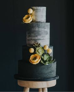 Kinda sorta REALLY in love with this cake! @cheekymunchcakes @remaininlightphoto @bridalmusings #weddingcake #cakecakecake #weddingflowers #weddingcolors #weddingideas #weddingplanning #weddinginspiration #graywedding