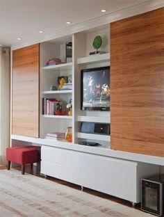 Um móvel para o estar e a sala de jantar cumprindo, ao mesmo tempo, o papel ...