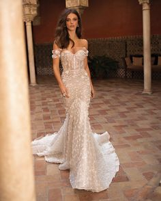New Vintage Wedding Dress Lace Corset Bridal Collection Ideas Wedding Dresses 2018, Bridal Dresses, Dress Wedding, Beach Dresses, Wedding Dress Gallery, Mod Wedding, Trendy Wedding, Glamorous Wedding, Elegant Wedding