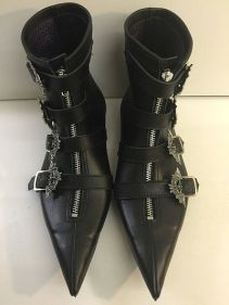 Pikes im neuen 2016 Design Dark Fashion, Gothic Fashion, The Clash, Botas Goth, Boots And Braces, Look 80s, Goth Boots, Gothic Shoes, Goth Aesthetic