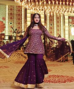 Best 12 Adibaumair❤️sheikh – Page 347269821267524596 Indian Fashion Dresses, Dress Indian Style, Indian Designer Outfits, Indian Outfits, Gharara Designs, Kurti Designs Party Wear, Lehenga Designs, Pakistani Wedding Outfits, Pakistani Dresses