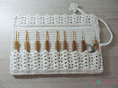 Crochet Hook Case: photo tutorial & #crochet pattern in Portuguese